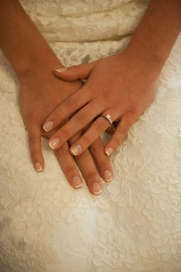 φωτογραφία με χέρια νύφης